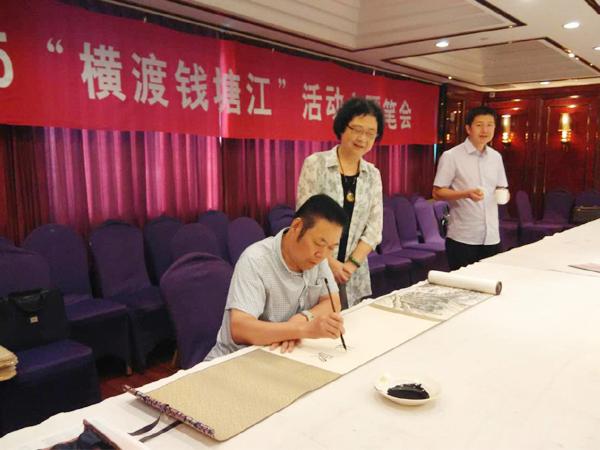 冯雪林为马伟老师的画卷写画头、画尾