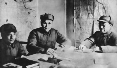 朱德和刘伯承、邓小平研究作战计划