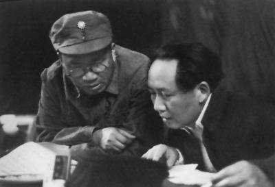 朱德和毛泽东在中共七大主席台上