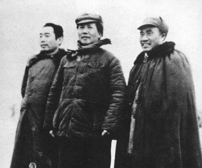 朱德和毛泽东、周恩来在延安机场