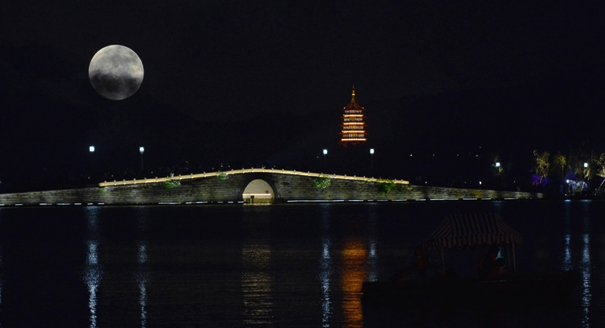 西湖中秋明月