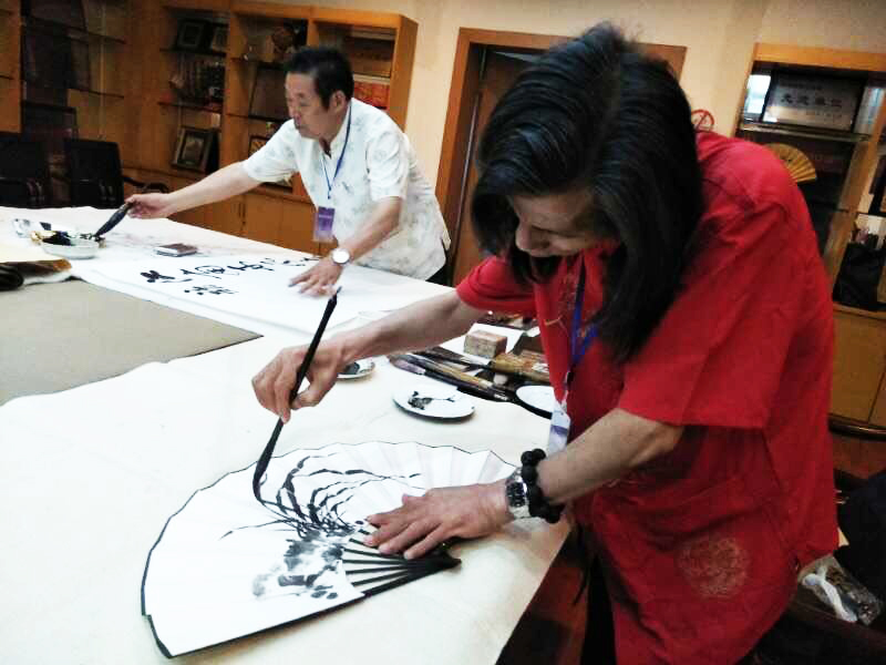 冯雪林老师和花鸟画名家邵斌老师合作创作扇面书画