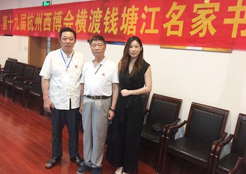 冯雪林老师和中国乡土艺术协会人民画院杭州分院院长何斌合影
