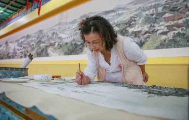 浙江大学求是书画院院长李爱娟老师创作《圆明新园揽胜图》