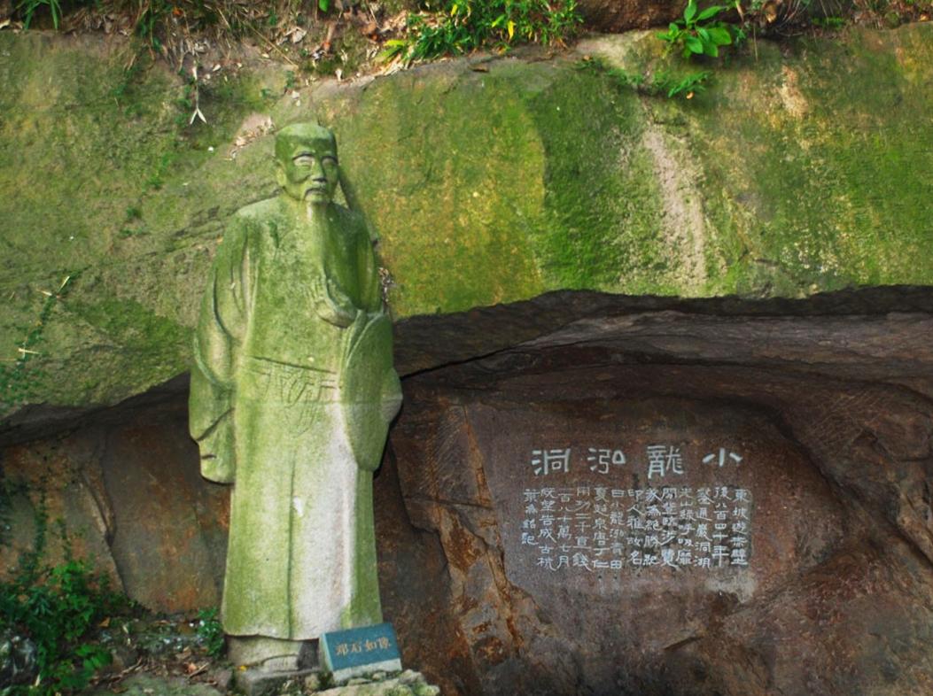杭州西泠印社邓石如塑像