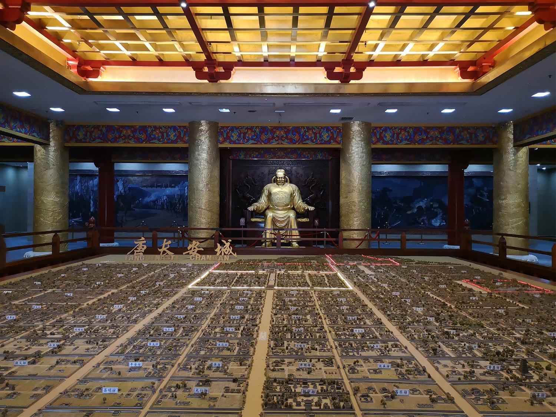 西安大唐芙蓉园李世民塑像