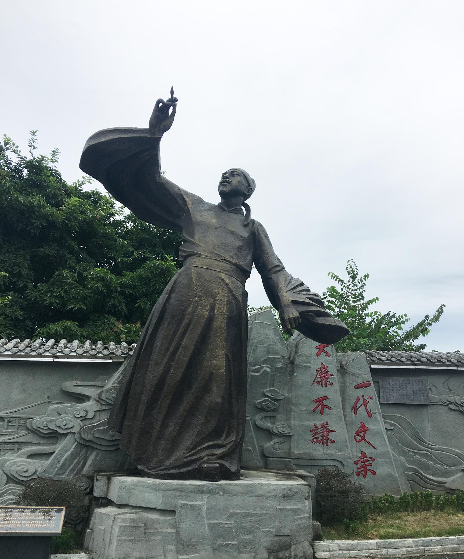 唐代文学家陈子昂塑像
