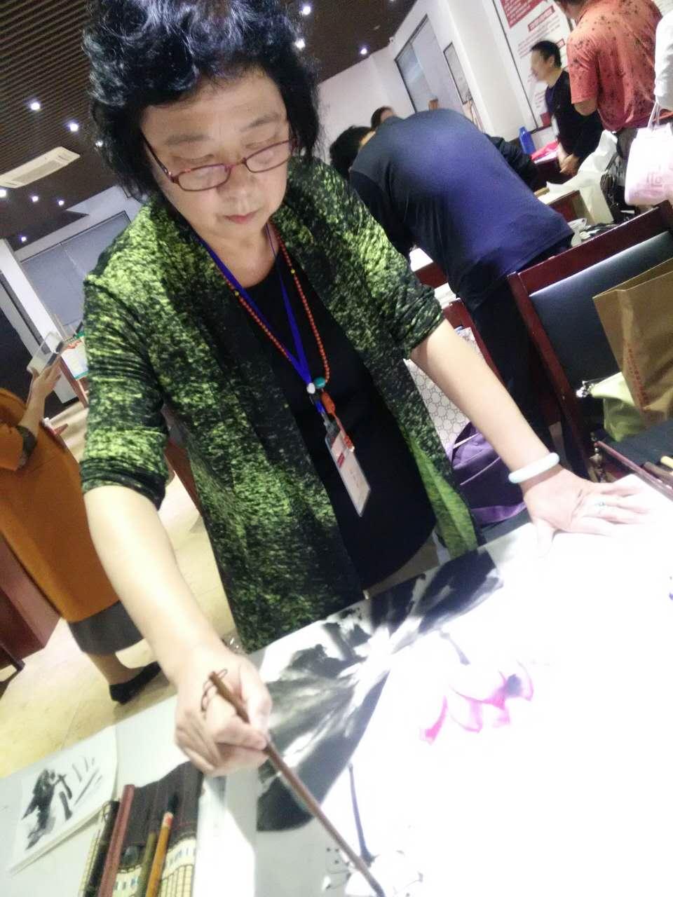 人民画院杭州分院会员、知名书画艺术家马伟创作中